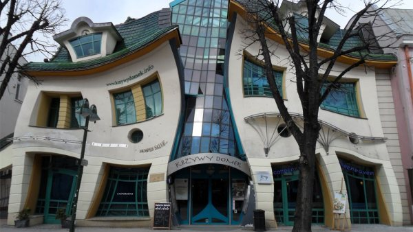 Amazing buildings in the world: here the TOP 10: The Crooked House